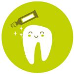 muela con pasta de dientes limpieza dental